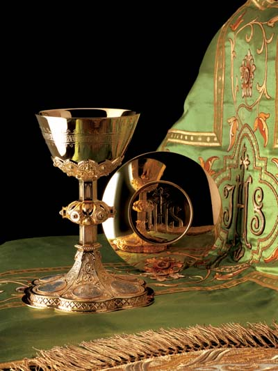 2440 Chalice and Paten gothic, molina, chalice and paten, chalice, silver chalice, gold plated, silver cup, sterling silver, church goods, molina,church supplies, 2440, gothic
